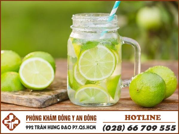 Nước chanh giúp giảm đau dạ dày rất tốt.