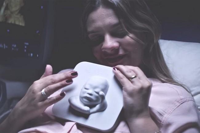 """Madre ciega """"ve"""" a su bebé por primera vez"""