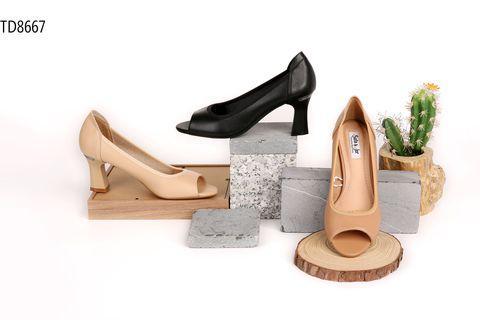 Giày cao gót là mặt hàng thu hút được lượng lớn khách hàng quan tâm