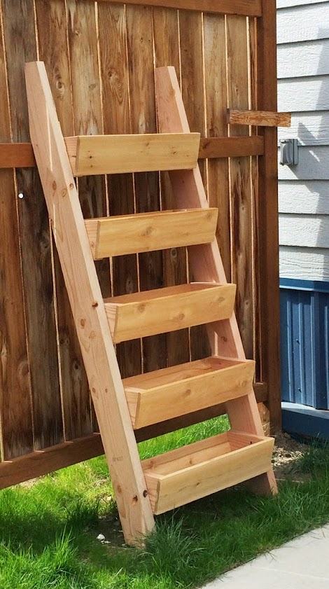 Ana white cedar vertical tiered ladder garden planter for Macetero vertical pallet