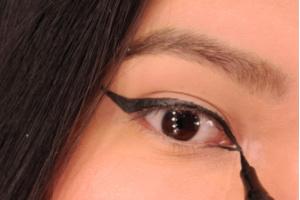 How to apply eyeliner - Bottom lid eyeliner - winged black eyeliner - makeup tips for beginners