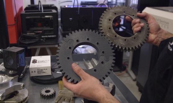 Peças PLA são resistentes e, podem ser tocadas e roscadas para aplicações que exigem repetições.
