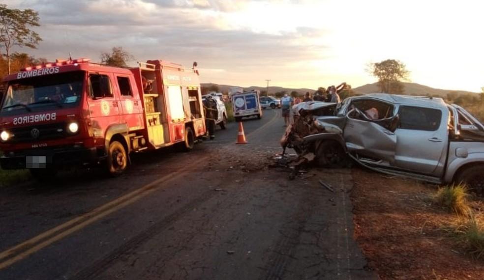 Acidente entre carro e caminhonete mata idoso de 81 anos na BA-447 — Foto: Divulgação/Corpo de Bombeiros