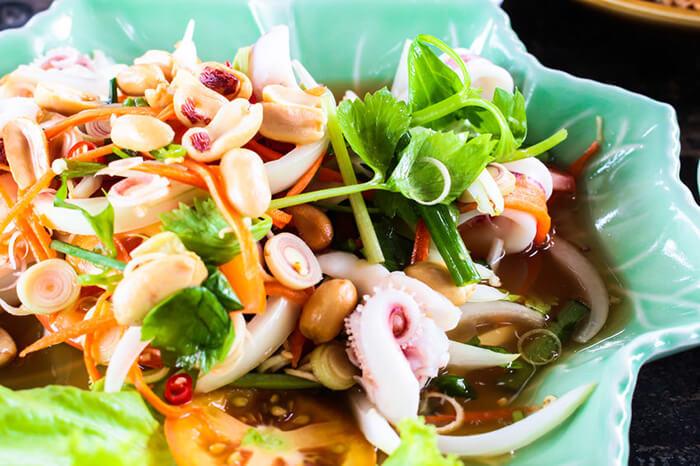 料理時,用一點點的酸及辣能讓小卷的甜度更加鮮明。