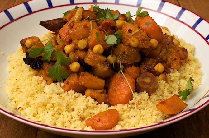 Une image contenant alimentation, assiette, riz, table  Description générée automatiquement