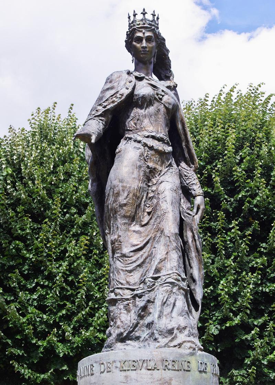 Пам'ятник Анні Ярославні у Санлісі, автор В. І. Зноба