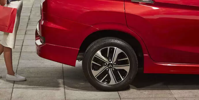 Mặt bên của chiếc xe có đường nét đẹp, nơi tay nắm cửa cũng được căn chỉnh đẹp mắt