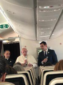 CÁI NHÌN BÊN TRONG CÁC TIỂU VƯƠNG QUỐC Ả-RẬP: Chuyến đi đầu tiên của một Giáo hoàng đến Bán đảo Ả-rập đầy những khởi đầu lịch sử, Zenit có mặt trên chuyến bay giáo hoàng