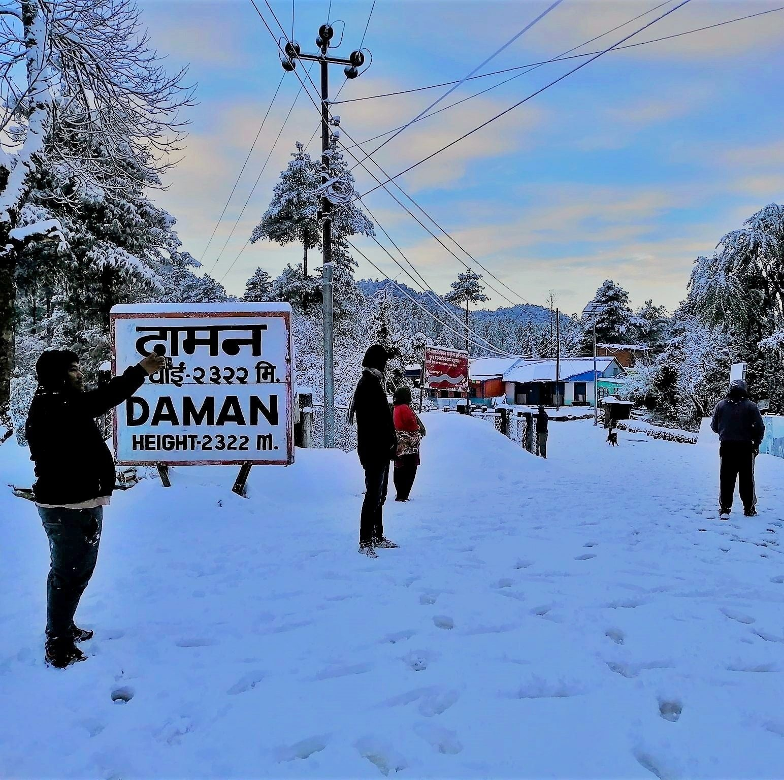 people playing with snow on Daman| Best honeymoon destination for couples