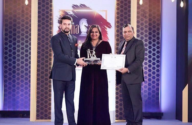 Aakanksha Bhargava receiving the award