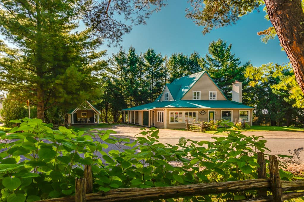 Cottages for rent with 6 bedrooms and more in Quebec #2