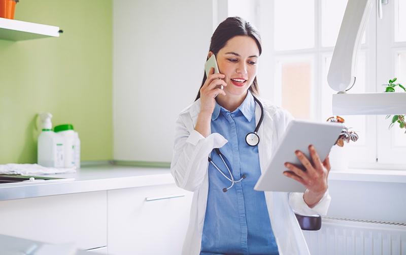 https://www.coventrywcs.com/content/dam/images/telemedicine/Telemedicine-Doctor-Tablet_IS_800x504_061720.jpg/_jcr_content/renditions/800.504.jpg