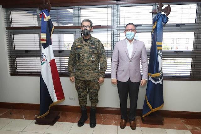 Ministro de Defensa visita Autoridad Portuaria Dominicana (APRODOM)