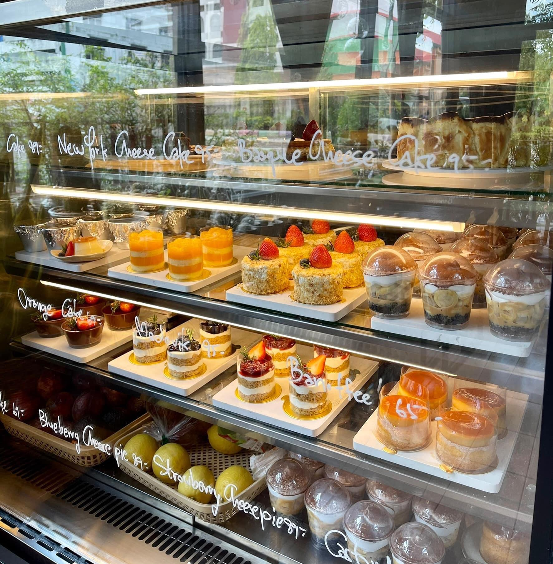 2. Banoffee' Dessert & Cafe 02