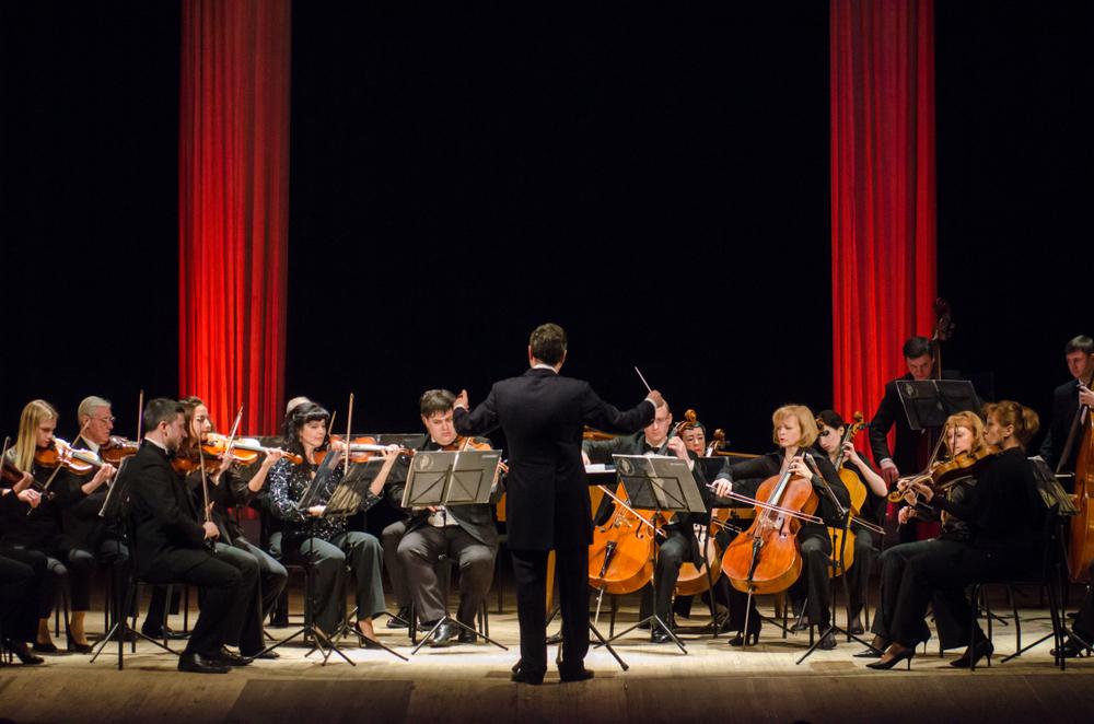 Quem toca instrumentos musicais vai se sentir em casa em orquestras universitárias. (Fonte: Shutterstock)