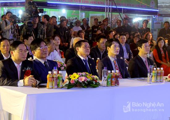 Các đại biểu tham dự lễ khai mạc. Ảnh: Quang An