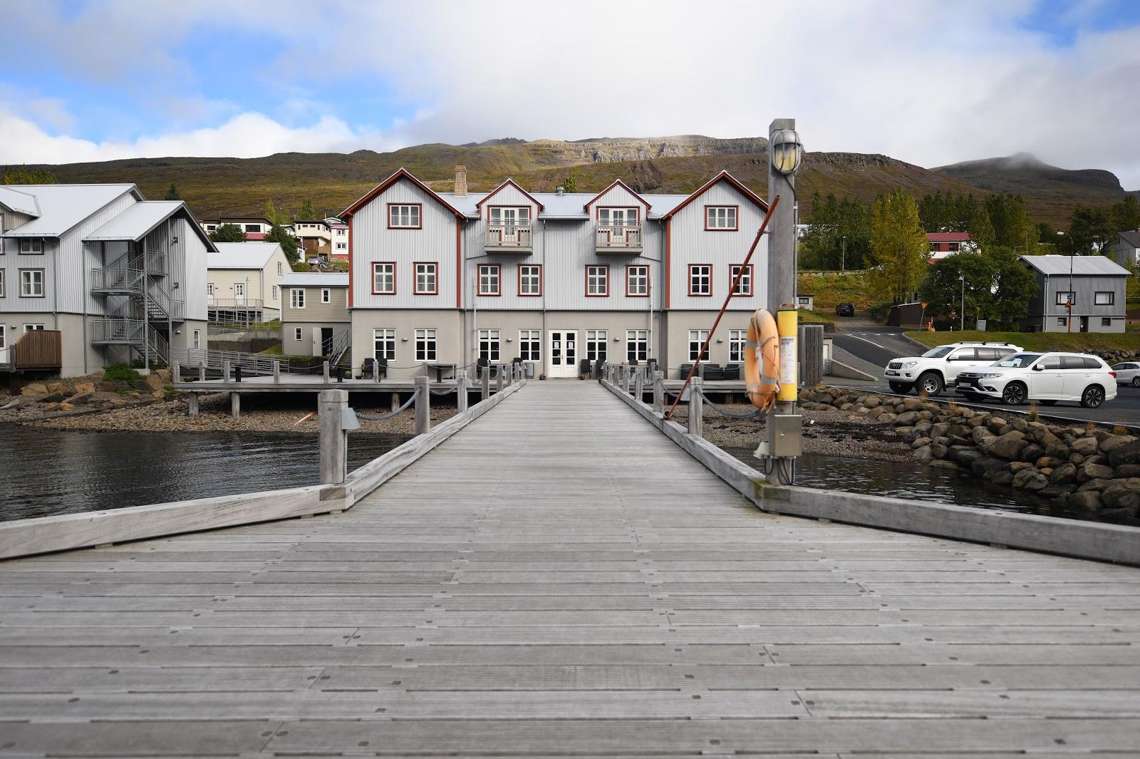 La jetée reconstruite et l'ancien site de l'hôpital français de Fáskrúðsfjörður