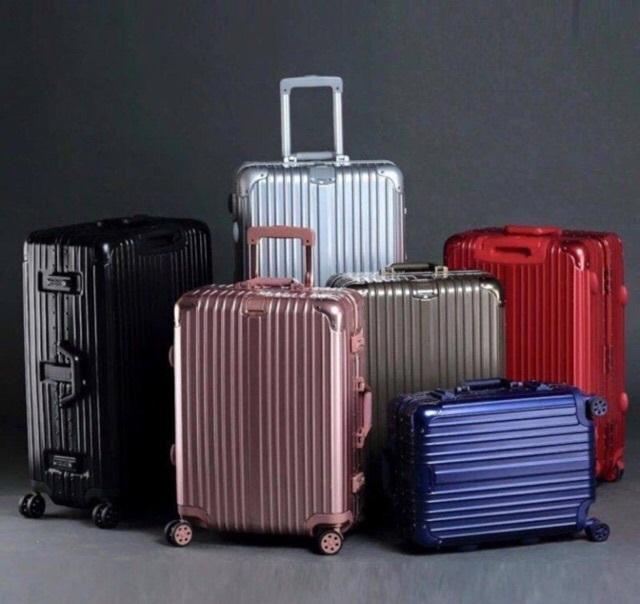Vali nhôm nguyên khối là dòng vali nổi tiếng của Rimowa.