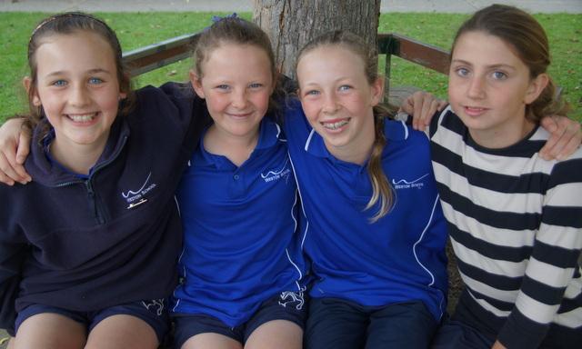Year 7-8 relay team.JPG