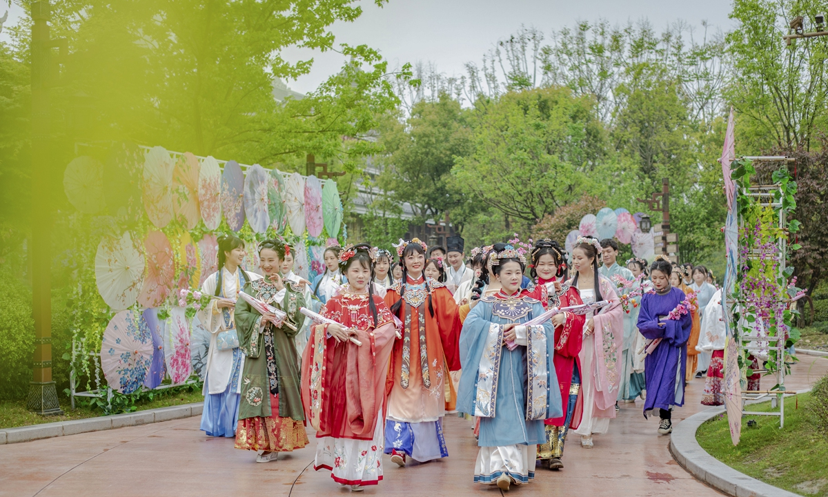 A group of Hanfu lovers have a Spring tour in Central China's Hubei Province on April 3, 2021. Photo: VCG