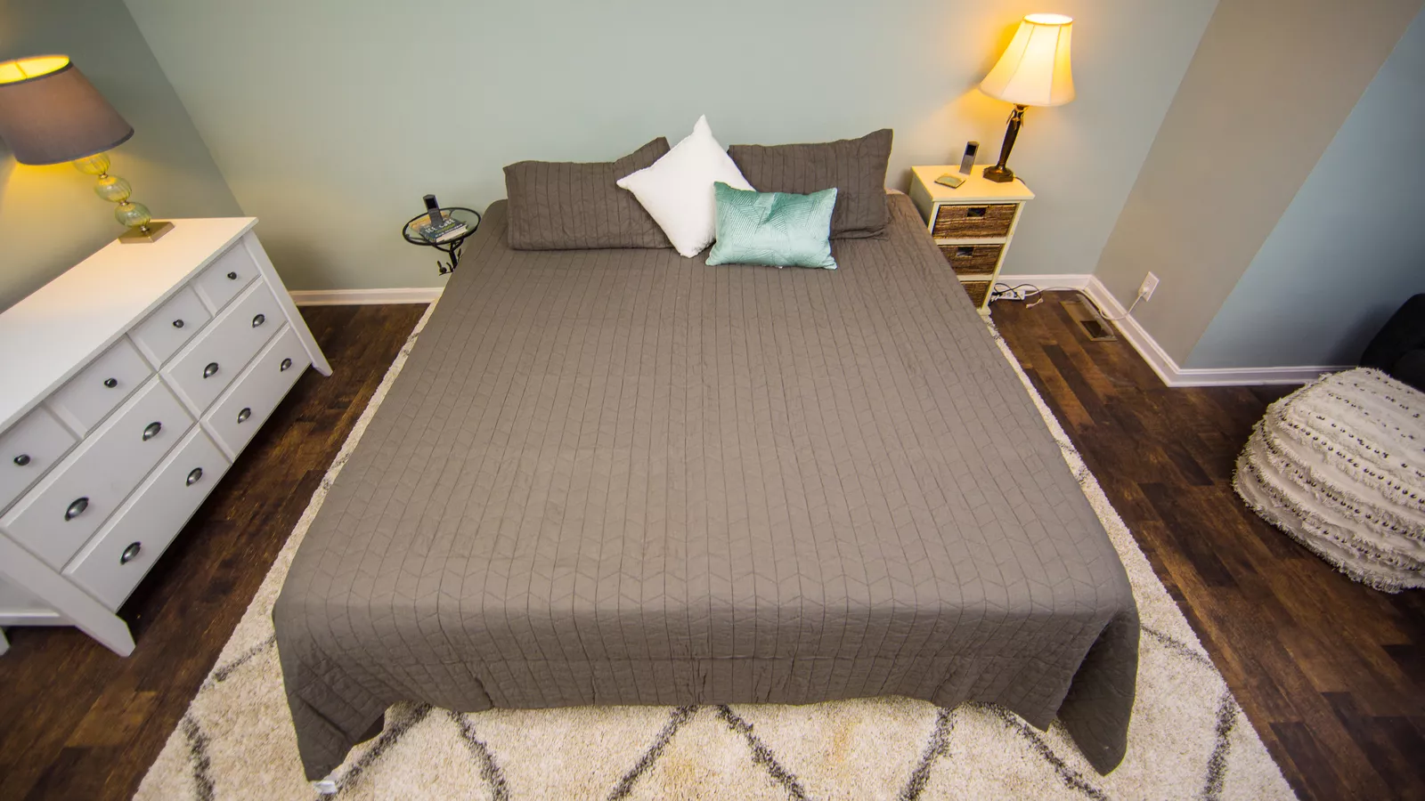 Thiết kế phòng ngủ hiện đại với mẫu giường thoải mái, cao cấp