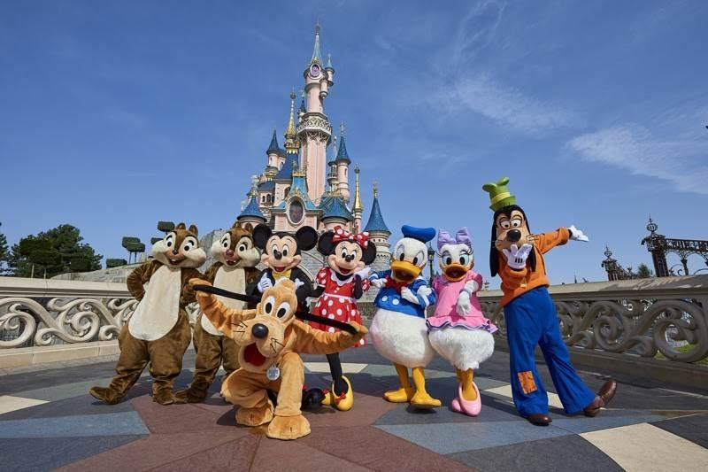 Disneyland Paris Prepares for Reopening with New Character Moments, Selfie  Spots - LaughingPlace.com
