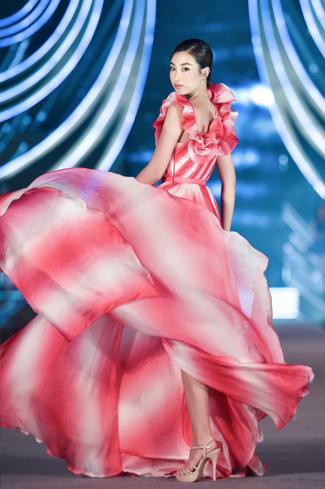 Kỳ Duyên, Đỗ Mỹ Linh khoe chân dài trong đêm thi của 'Hoa hậu Việt Nam' - 3