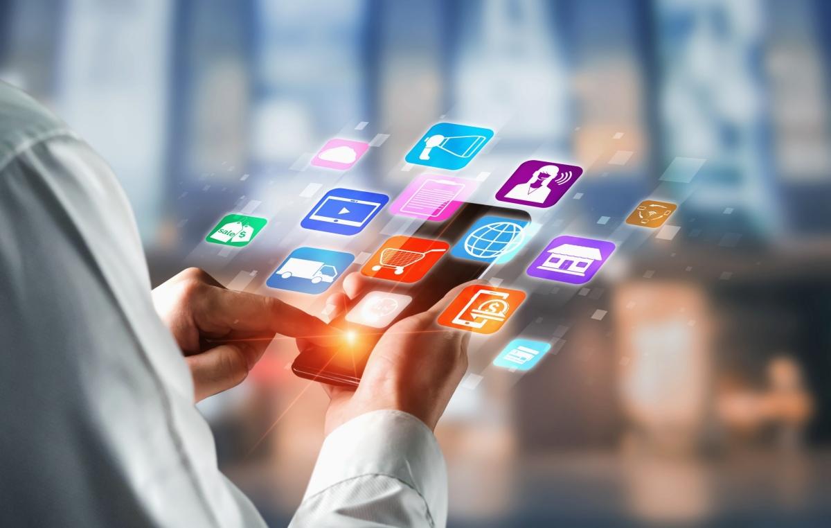 O omnichannel tende a se tornar uma das estratégias de vendas online mais populares do comércio. (foto: FreePik)