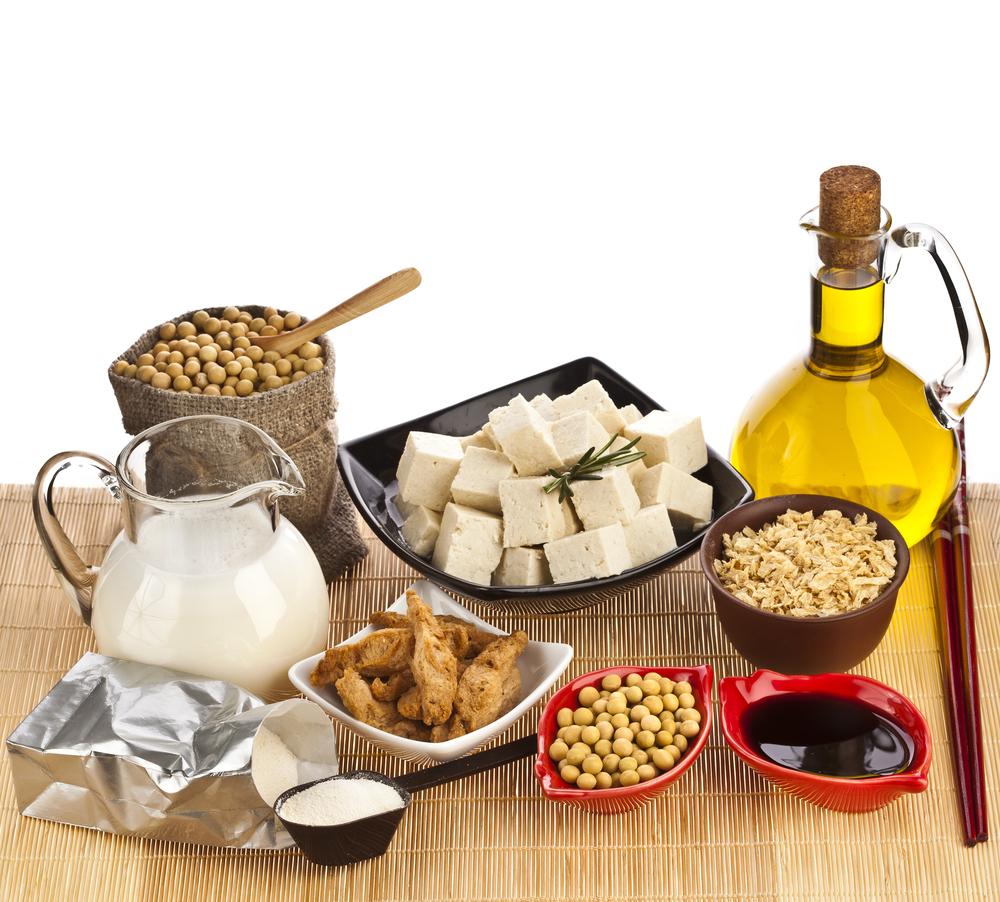 São inúmeros os alimentos consumidos no mundo que são feitos a partir da soja. (Fonte: Shutterstock/Madlen/Reprodução)