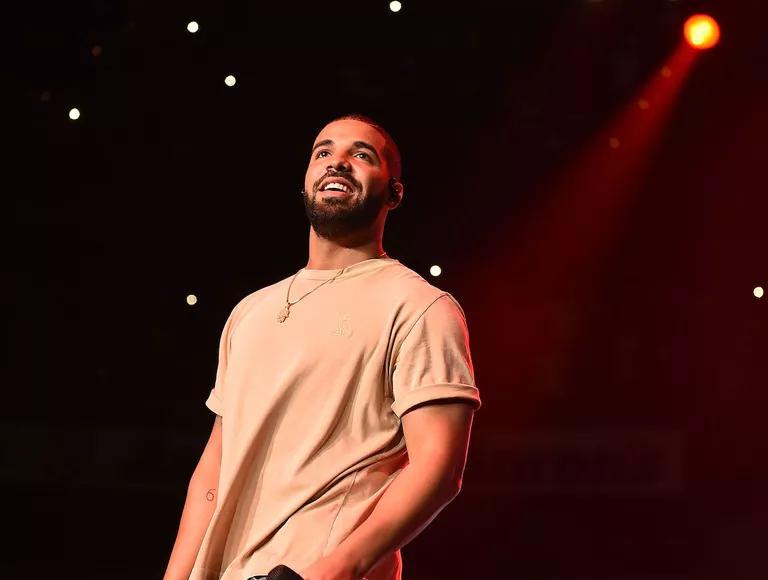 Drake hợp tác với Aspiration để giảm lượng khí thải carbon trong các chuyến lưu diễn của mình
