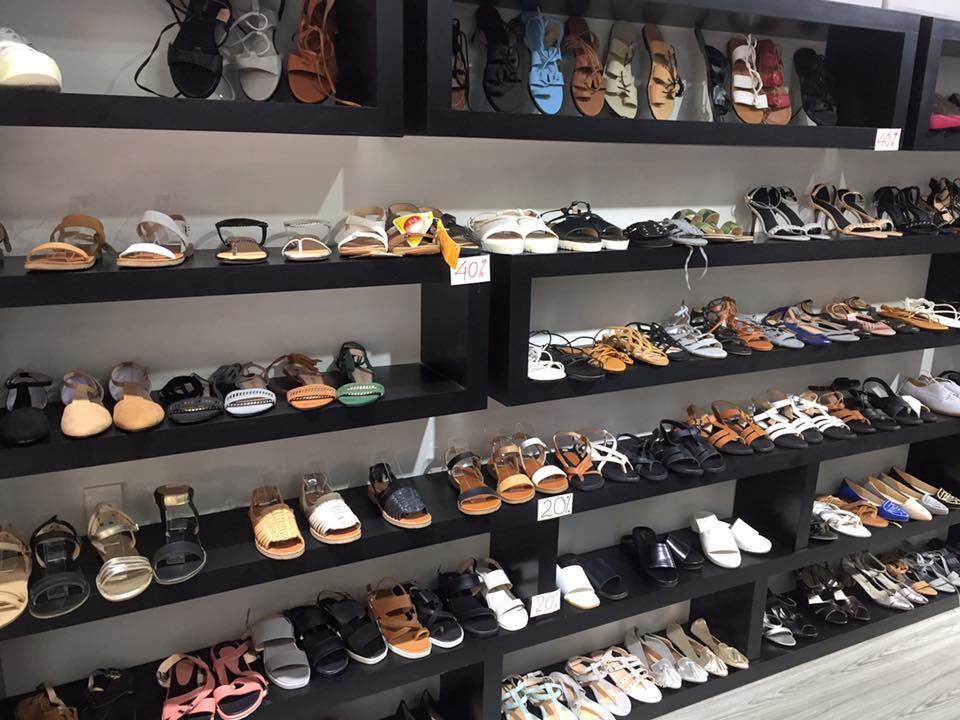 Kinh doanh thành công cần đa dạng hóa mặt hàng giày dép