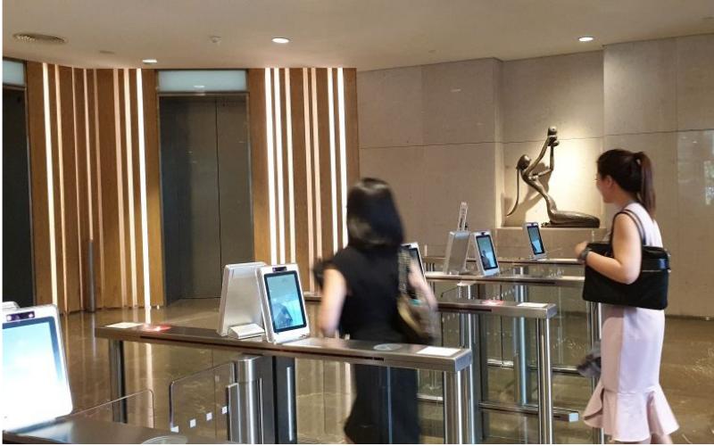 Sử dụng Face ID trong tòa nhà