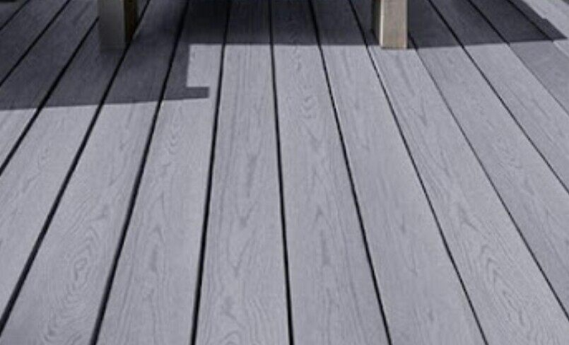 gap between decking boards