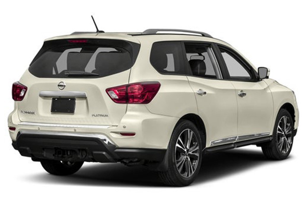 angular-rear-of-Nissan-pathfinder-2020