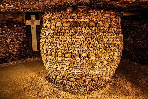 http://listverse.wpengine.netdna-cdn.com/wp-content/uploads/2018/05/Catacombs-Barrel.jpg