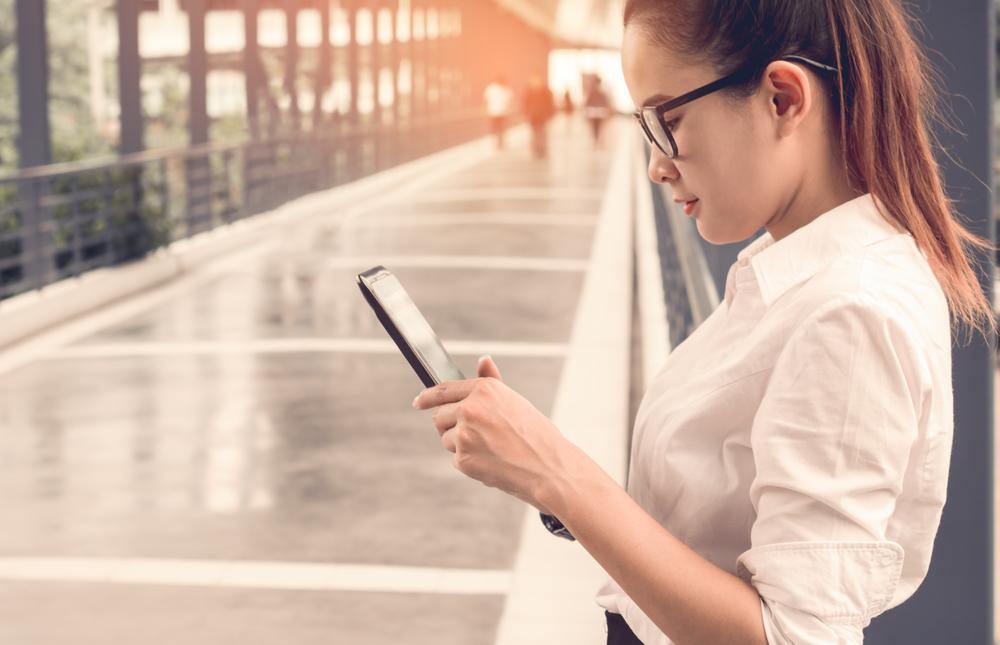 Aplikasi owner membantumu memantau bisnis dari mana saja.