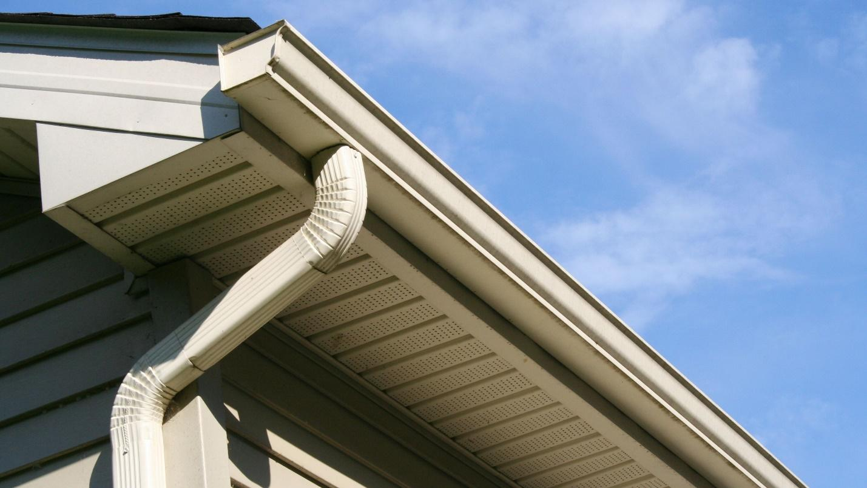 Máng xối giúp dẫn nước từ mái nhà xuống đất