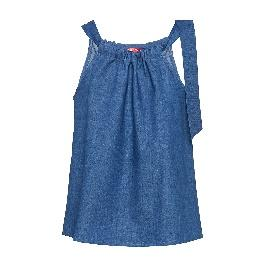 A person in a blue dress Description automatically generated