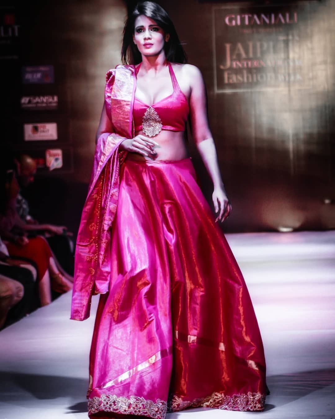 Meera Mithun Photos [HD]: Latest Images, Pictures Navel Queens