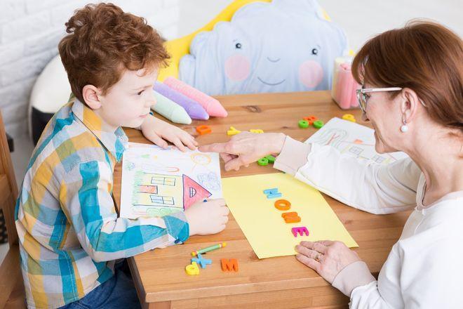 Kết quả hình ảnh cho Bác sĩ tâm lý trẻ em