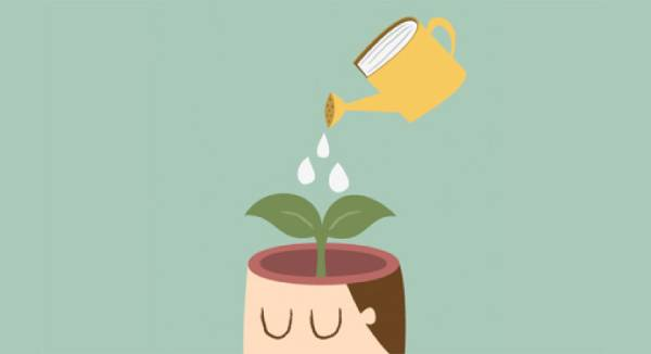Ilustração com um regador em formato de livro regando a cabeça de uma pessoa que está aberta e em vez do cérebro há uma planta sendo molhada.