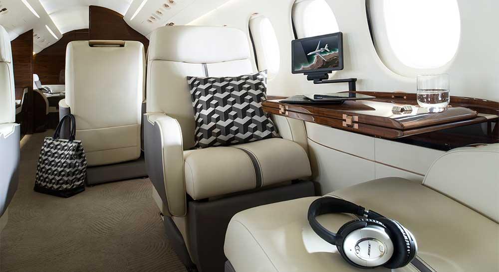 Une image contenant plancher, intérieur, cabine, meubles Description générée automatiquement