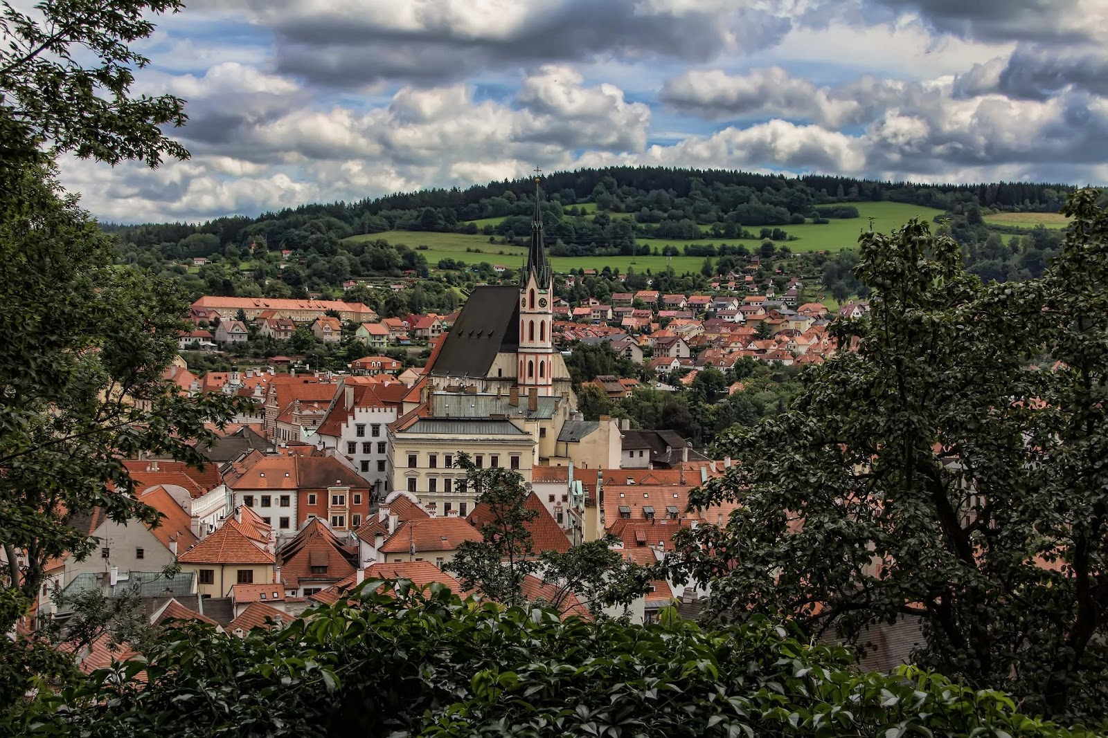 C:\Users\Tara\AppData\Local\Microsoft\Windows\INetCache\Content.Word\cesky-krumlov-1815874_1920.jpg