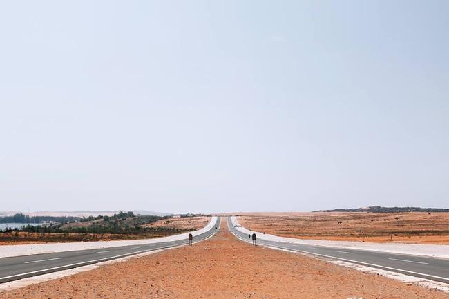 Đoạn đường ven biển Mũi Né- Bài Trắng