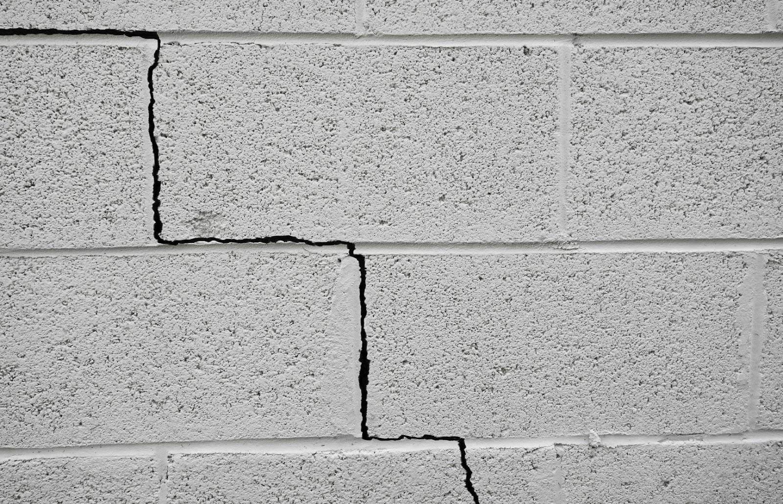 tường nhà nứt