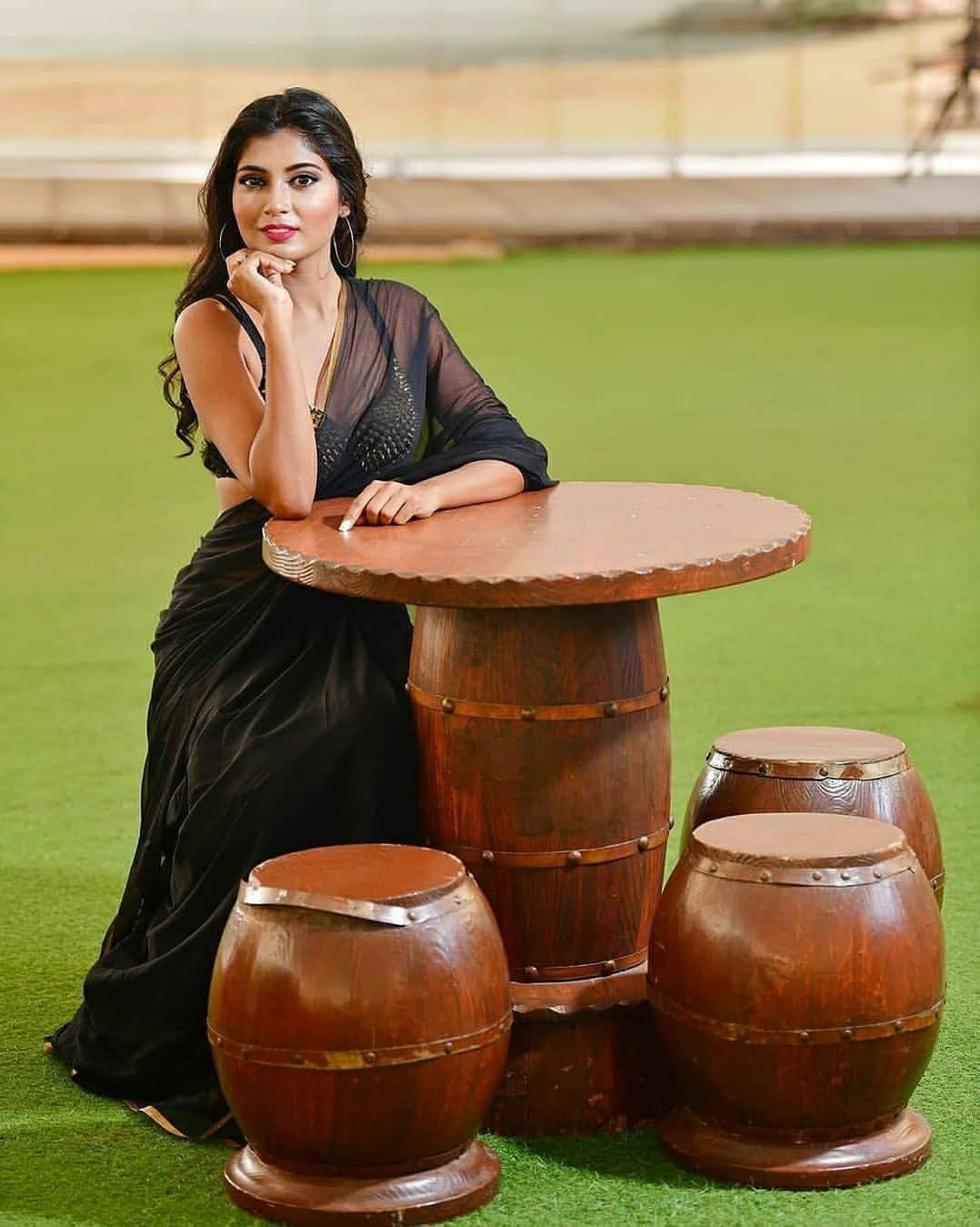Hyderabad Model Sanjana Choudhary in Black Saree and Golden Blouse   HD photos Navel Queens