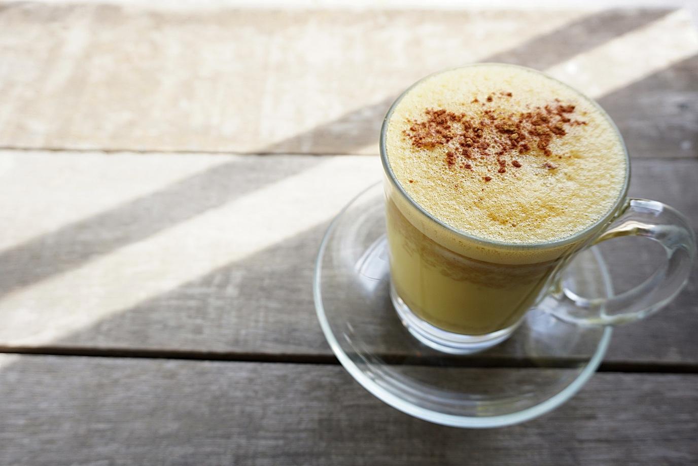 imagem de um café com leite