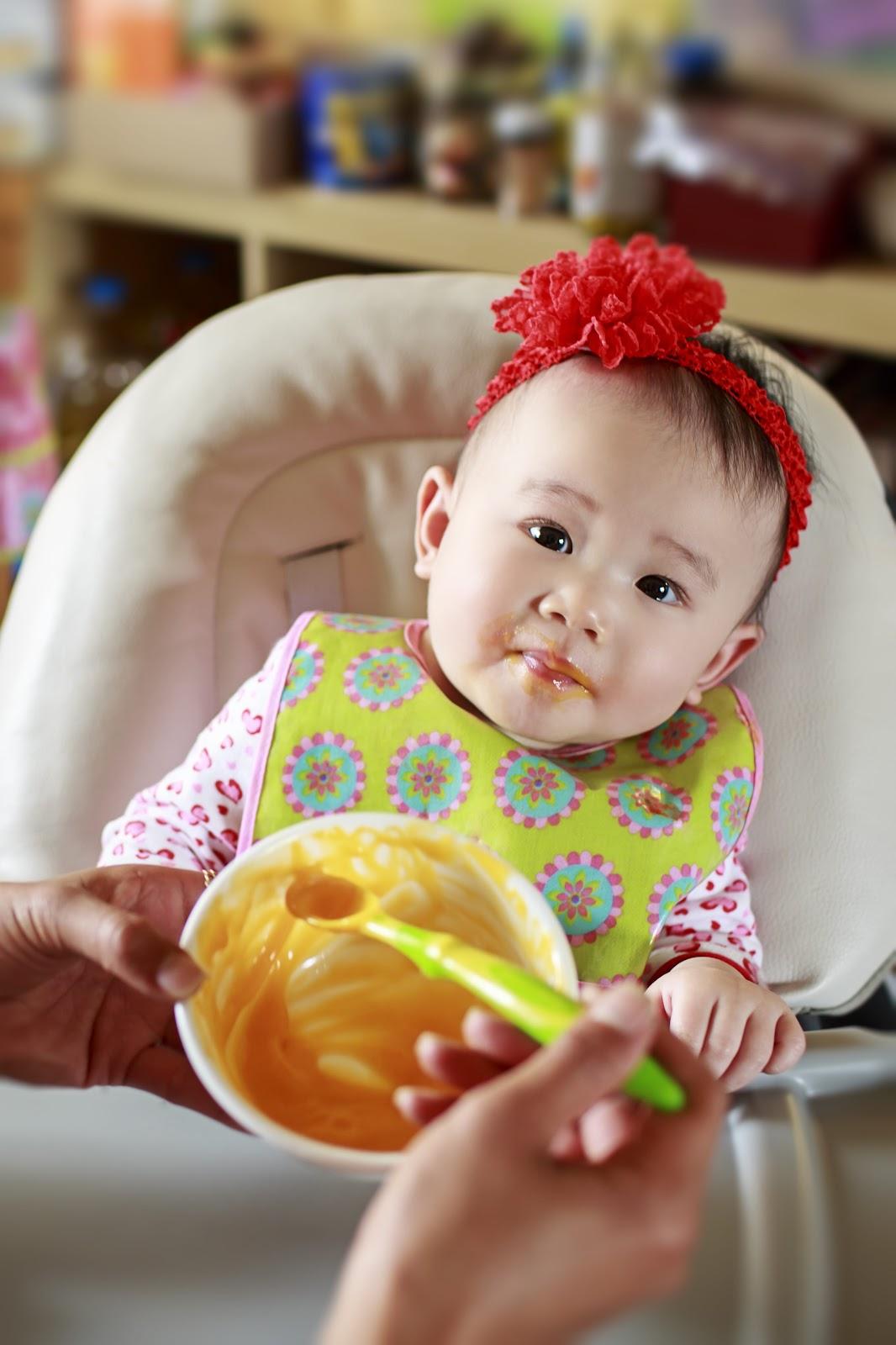 Ăn dặm cho bé 5 tháng tuổi