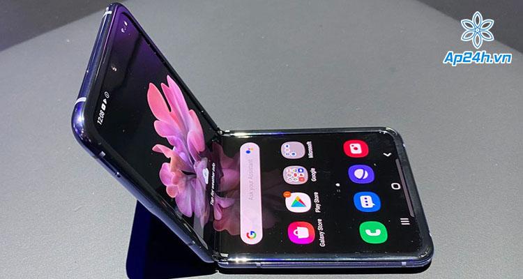 Nếp hằn trên màn hình của Galaxy Z Flip