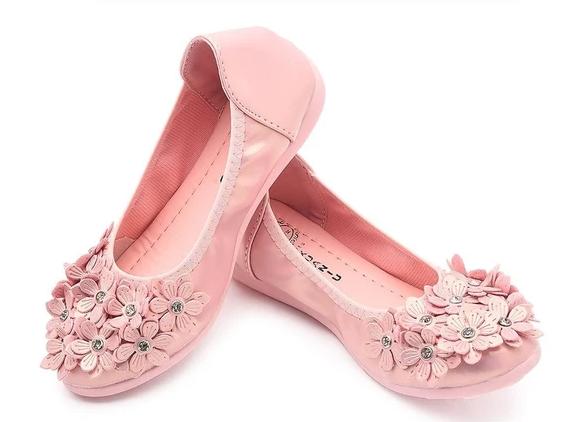 Chọn giày cho bé phải lưu ý đến kích thước đôi giày